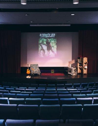 Salong och scen innan föreställning - En Frida för själen Sigtuna scen och teater